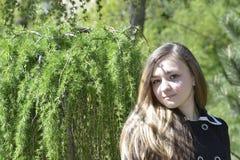 Κορίτσι Βικτώρια στον κήπο Στοκ εικόνες με δικαίωμα ελεύθερης χρήσης