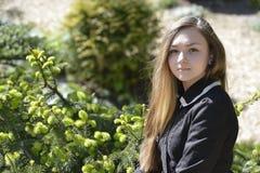 Κορίτσι Βικτώρια στο δάσος Στοκ Εικόνες