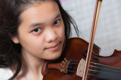 Κορίτσι βιολιών Στοκ φωτογραφία με δικαίωμα ελεύθερης χρήσης