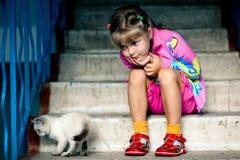 κορίτσι γατών συμπαθητικό Στοκ Εικόνες