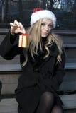 κορίτσι δώρων Χριστουγέννων Στοκ εικόνες με δικαίωμα ελεύθερης χρήσης