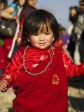 κορίτσι ενδυμασίας gurung μικ& στοκ φωτογραφία