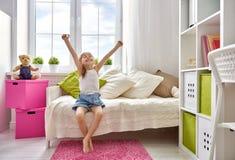 κορίτσι επάνω στα ίχνη Στοκ εικόνα με δικαίωμα ελεύθερης χρήσης