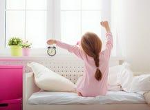 κορίτσι επάνω στα ίχνη Στοκ εικόνες με δικαίωμα ελεύθερης χρήσης