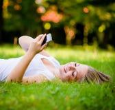 Κορίτσι εφήβων - μοντέρνος κόσμος στοκ εικόνες με δικαίωμα ελεύθερης χρήσης