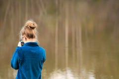 Κορίτσι εφήβων - στο τηλέφωνο Στοκ Εικόνες