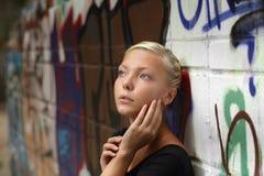 Κορίτσι εφήβων υπαίθρια Στοκ Εικόνα