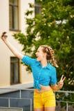 Κορίτσι εφήβων selfie Στοκ Εικόνες