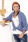Κορίτσι ζωγράφων στον κενό καμβά Στοκ εικόνες με δικαίωμα ελεύθερης χρήσης