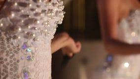 Κορίτσι ηθοποιών στο λευκό απόθεμα βίντεο