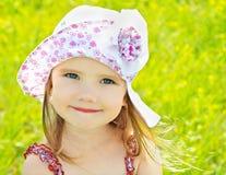 κορίτσι ημέρας λίγο καλοκαίρι λιβαδιών Στοκ εικόνες με δικαίωμα ελεύθερης χρήσης