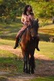 Κορίτσι και άλογο στοκ εικόνα με δικαίωμα ελεύθερης χρήσης