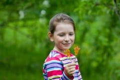 Κορίτσι και ένα lollipop Στοκ εικόνες με δικαίωμα ελεύθερης χρήσης