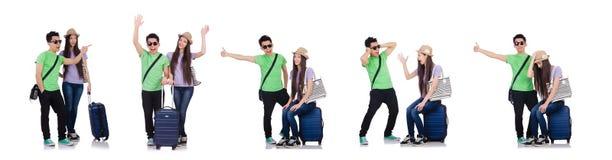 Κορίτσι και αγόρι με τη βαλίτσα που απομονώνονται στο λευκό στοκ φωτογραφία με δικαίωμα ελεύθερης χρήσης