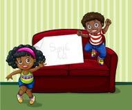 Κορίτσι και αγόρι στο καθιστικό ελεύθερη απεικόνιση δικαιώματος