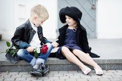 Κορίτσι και αγόρι Στοκ εικόνα με δικαίωμα ελεύθερης χρήσης
