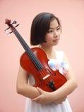 Κορίτσι και βιολί Στοκ φωτογραφία με δικαίωμα ελεύθερης χρήσης