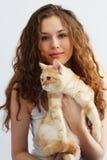 Κορίτσι και βρετανική γάτα στοκ εικόνες