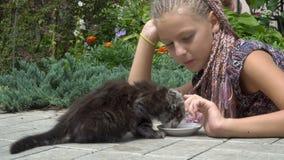 Κορίτσι και γατάκι φιλμ μικρού μήκους