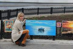 Κορίτσι και εικόνα Στοκ φωτογραφίες με δικαίωμα ελεύθερης χρήσης