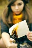 Κορίτσι και καίγοντας φωτογραφία Στοκ φωτογραφία με δικαίωμα ελεύθερης χρήσης