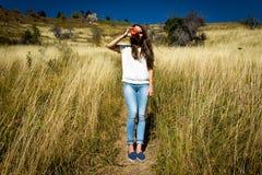 Κορίτσι και μήλο Στοκ εικόνες με δικαίωμα ελεύθερης χρήσης
