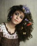 Κορίτσι και πεταλούδες στοκ εικόνες με δικαίωμα ελεύθερης χρήσης