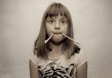 Κορίτσι και ραβδιά Στοκ φωτογραφία με δικαίωμα ελεύθερης χρήσης