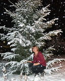 Κορίτσι και χιονοπτώσεις Στοκ εικόνα με δικαίωμα ελεύθερης χρήσης
