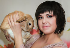 Κορίτσι και pygmy κουνέλι Στοκ Εικόνες