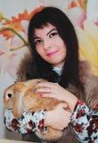 Κορίτσι και pygmy κουνέλι Στοκ εικόνες με δικαίωμα ελεύθερης χρήσης