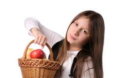κορίτσι καλαθιών μήλων Στοκ φωτογραφίες με δικαίωμα ελεύθερης χρήσης