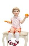κορίτσι καρότων λίγο πορτοκαλί παίζοντας χαμόγελο Στοκ εικόνα με δικαίωμα ελεύθερης χρήσης