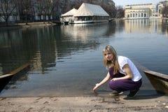 κορίτσι κοντά στη συνεδρί&a Στοκ εικόνα με δικαίωμα ελεύθερης χρήσης