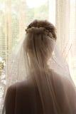 κορίτσι κοντά στο παράθυρο Στοκ φωτογραφίες με δικαίωμα ελεύθερης χρήσης