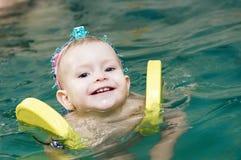 κορίτσι λίγη κολύμβηση χα&m Στοκ εικόνα με δικαίωμα ελεύθερης χρήσης