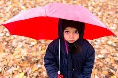 κορίτσι λίγη ομπρέλα κάτω Στοκ φωτογραφία με δικαίωμα ελεύθερης χρήσης