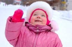 κορίτσι λίγος outerwear όμορφος χειμώνας Στοκ Φωτογραφία