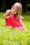 κορίτσι λίγο κόκκινο γλ&upsil στοκ φωτογραφίες
