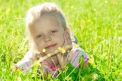 κορίτσι λίγο λιβάδι Στοκ φωτογραφία με δικαίωμα ελεύθερης χρήσης