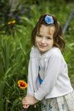 κορίτσι λουλουδιών λίγα Στοκ φωτογραφία με δικαίωμα ελεύθερης χρήσης