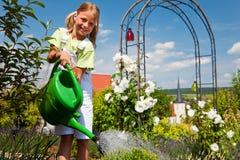 κορίτσι λουλουδιών λίγ&o Στοκ Εικόνες