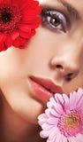 κορίτσι λουλουδιών Στοκ φωτογραφίες με δικαίωμα ελεύθερης χρήσης