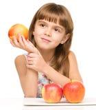 κορίτσι μήλων λίγα κόκκινα Στοκ Φωτογραφίες