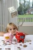κορίτσι μετρητών τραπεζών λ Στοκ φωτογραφία με δικαίωμα ελεύθερης χρήσης