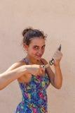 Κορίτσι με ένα μαχαίρι dagge Στοκ Εικόνες