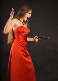 Κορίτσι με ένα πυροβόλο όπλο στοκ φωτογραφία
