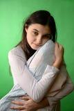 Κορίτσι με απομονωμένο το μαξιλάρι κλειδί χρώματος Στοκ φωτογραφίες με δικαίωμα ελεύθερης χρήσης