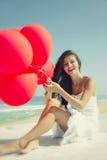 Κορίτσι με κόκκινα ballons Στοκ εικόνες με δικαίωμα ελεύθερης χρήσης