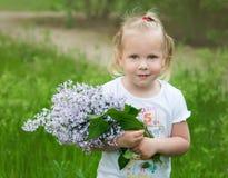Κορίτσι με μια ανθοδέσμη Στοκ Εικόνες